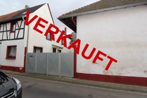 Wohnhaus-und-Nebengebaeude-in-Bruchhausen